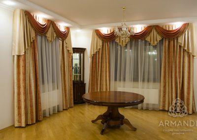 Пышные шторы с ламбрекенами для столовой