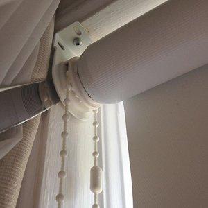 Как повесить рулонные шторы