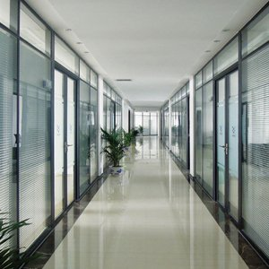 Шторы для офиса: как украсить перегородки