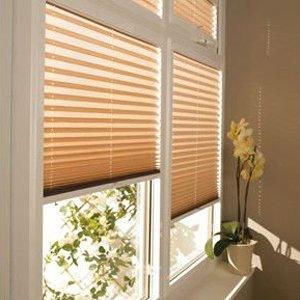 Как крепятся шторы плиссе на пластиковые окна?