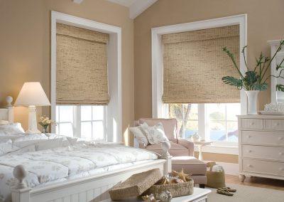 шторы из бамбука в спальне