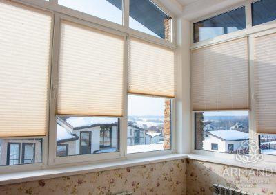 Плиссированные шторы для балкона